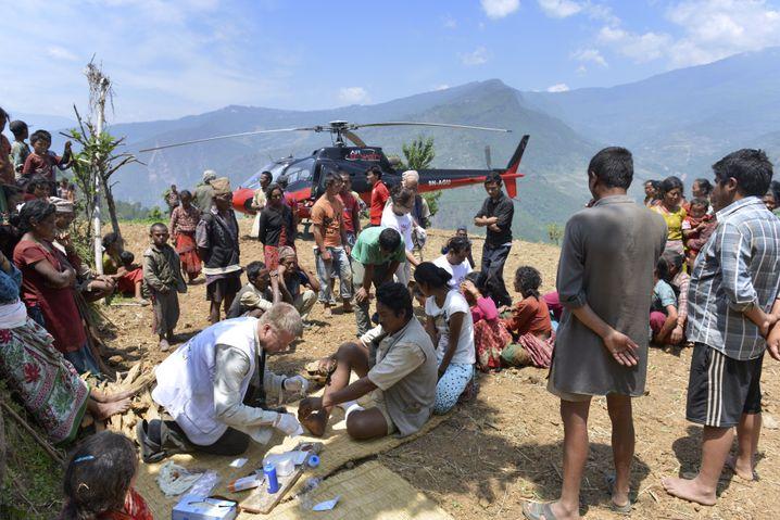 Ein Team von Ärzte ohne Grenzen in Nepal: Gleichbleibende Spendeneinnahmen erwartet