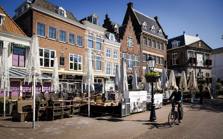 Leerer Marktplatz im niederländischen Gouda