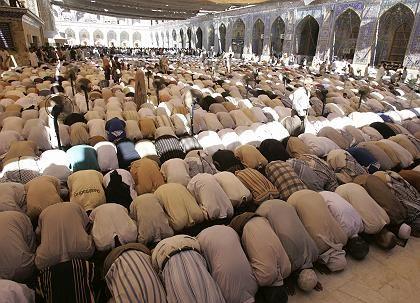 Betende Muslime in Kerbala, Irak: Gibt es bald einen Online-Imam im ZDF?