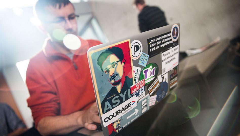 Snowden-Unterstützer im Bundestag (Symbolbild): Petitionsausschuss begibt sich ganz auf Regierungslinie