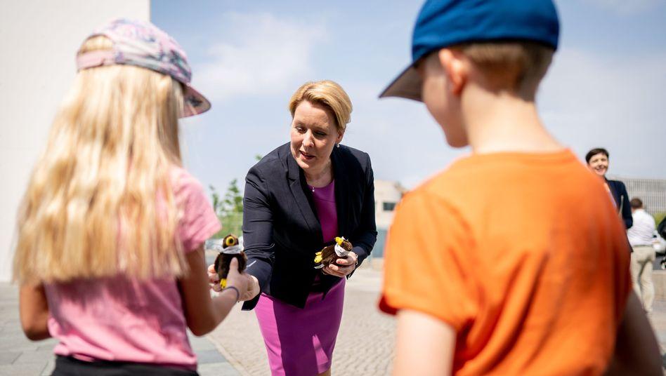 """Familienministerin Franziska Giffey sprach von einem """"guten Tag für Familien"""""""