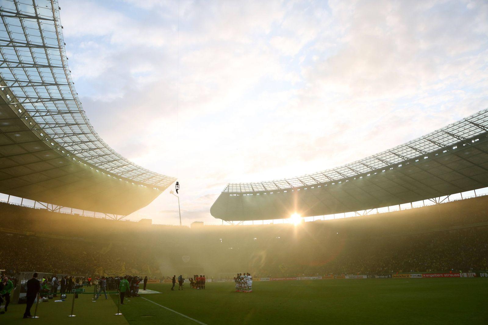 EINMALIGE VERWENDUNG Bundesliga/ Stadion