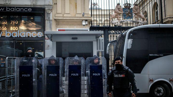 Nach Einreiseverboten: Türken protestieren gegen die Niederlande