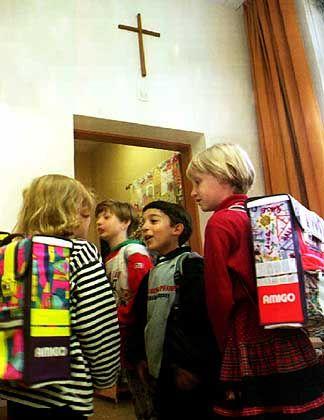 Grundschüler (in Nürnberg): Lernen unterm Kruzifix