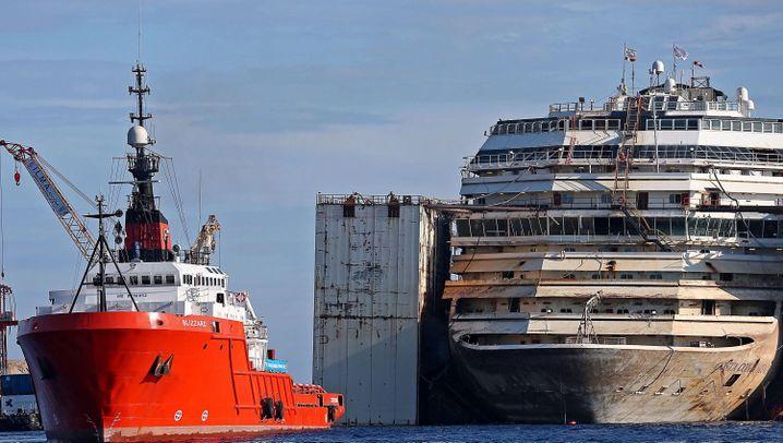 """Kreuzfahrtschiff: Die letzte Reise der """"Costa Concordia"""""""