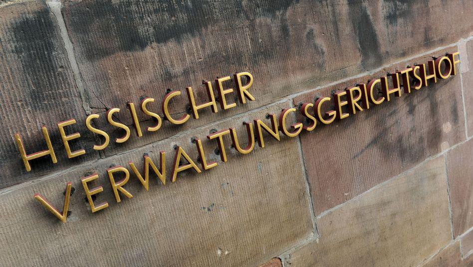 """Schriftzug """"Hessischer Verwaltungsgerichtshof """" in Kassel"""