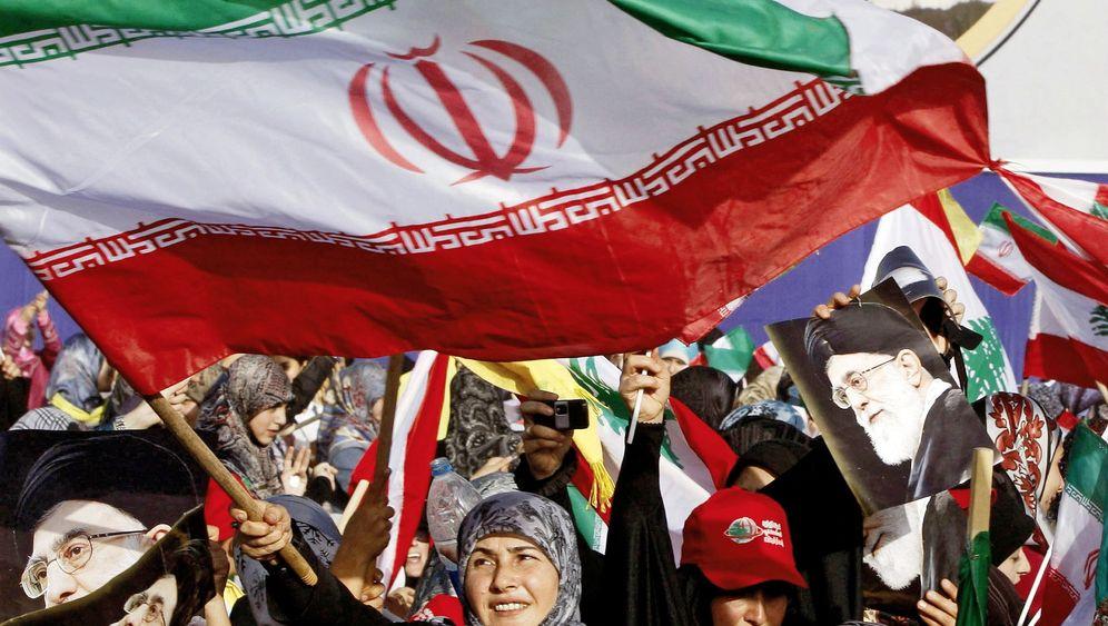 Photo Gallery: 'We Love Ahmadinejad'