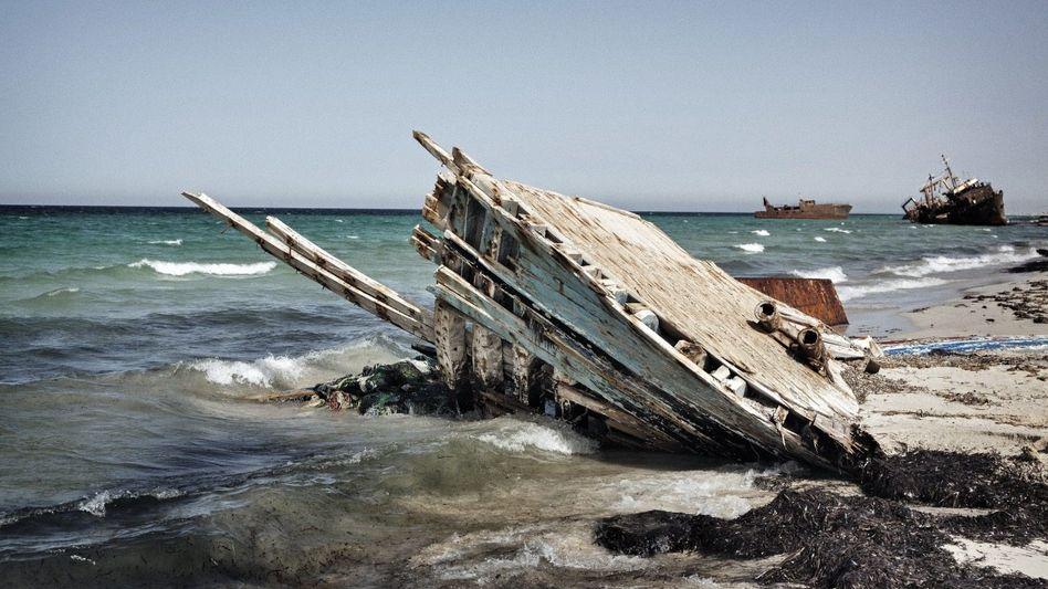 Gekentertes Flüchtlingsboot im libyschen Suwara am 17. August: »So viele sind aufgebrochen und zu Fischfutter geworden«