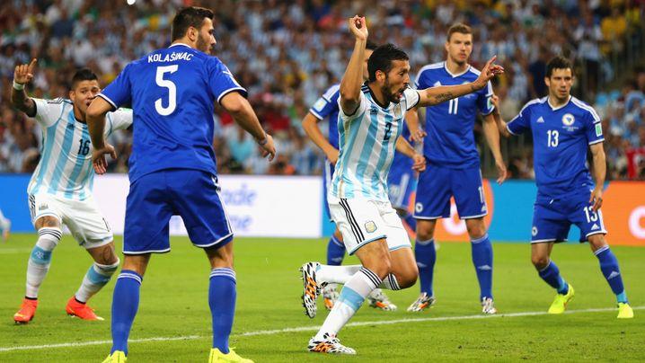 Argentinien gegen Bosnien: Mit Glück und Messi