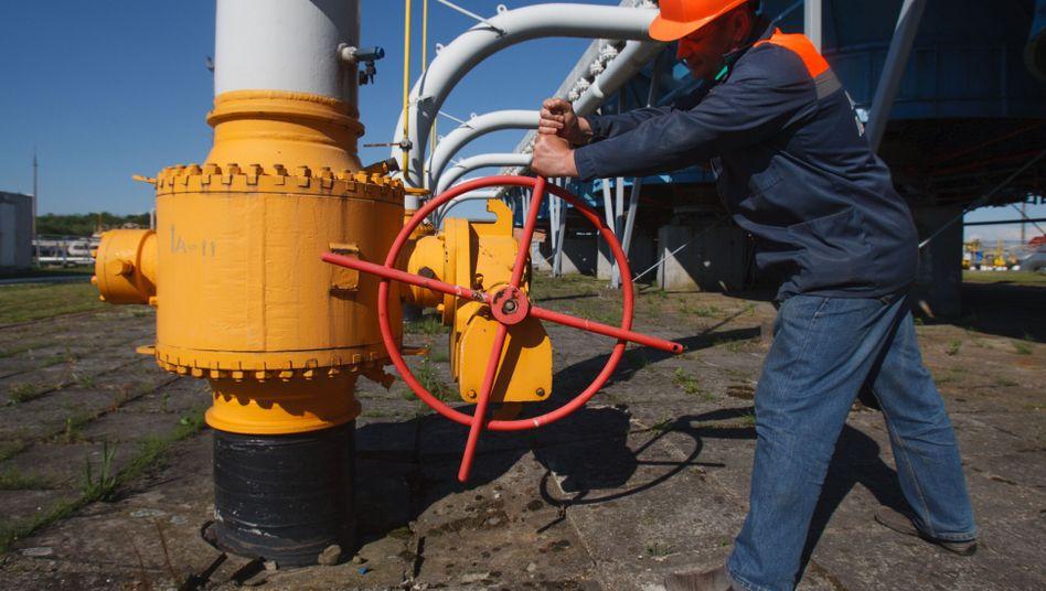 Arbeiter an einer Gas-Pipeline in der Ukraine: Schulden beglichen