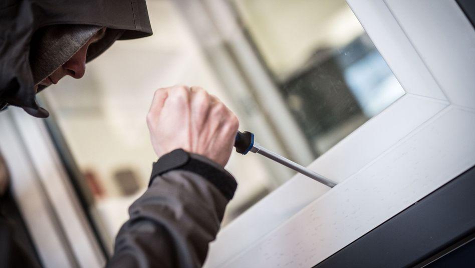 Einbrecher am Werk: Die Zahl der Wohnungseinbrüche steigt seit Jahren