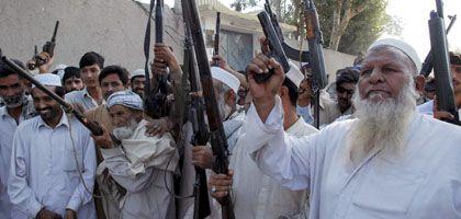 Pakistanische Anti-Taliban-Kämpfer (im Stammesgebiet an Grenze zu Afghanistan): Der Krieg gegen den Terror verlagert sich