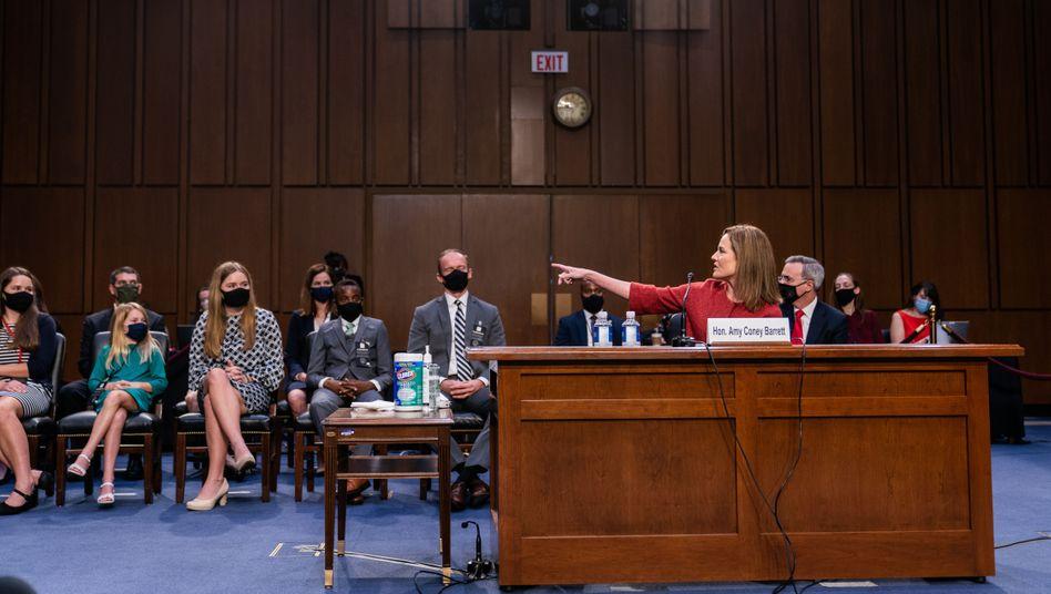 Amy Coney Barrett bei der Anhörung im Justizausschuss: Viel geredet, wenig gesagt
