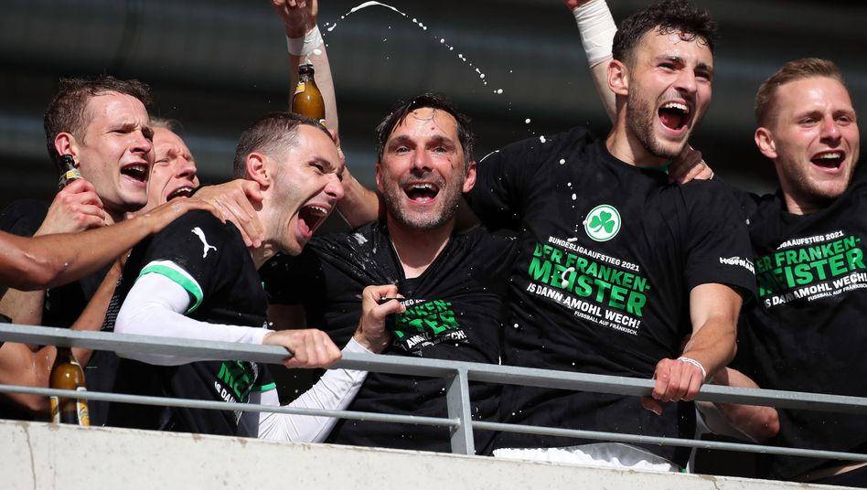 Party in Fürth – der Klub ist zurück in der 1. Liga
