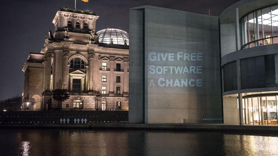 Reichstagsgebäude mit Projektion