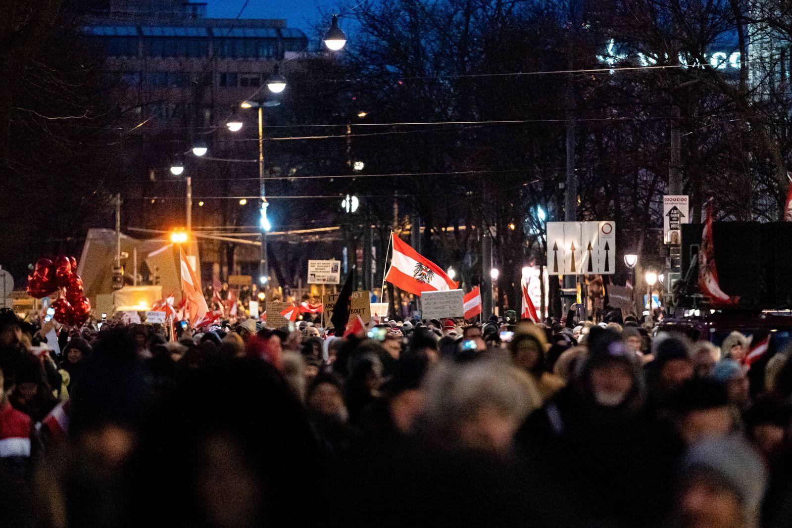 Wien 16.01.2021, Innenstadt, Wien, AUT, Demonstrationen gegen die Corona-Massnahmen der Bundesregierung, im Bild Teilne