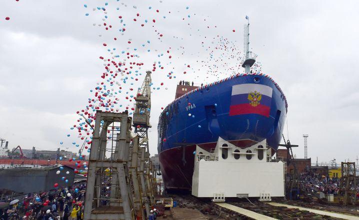"""Stapellauf des nuklearen Eisbrechers """"Ural"""" in St. Petersburg Ende Mai"""