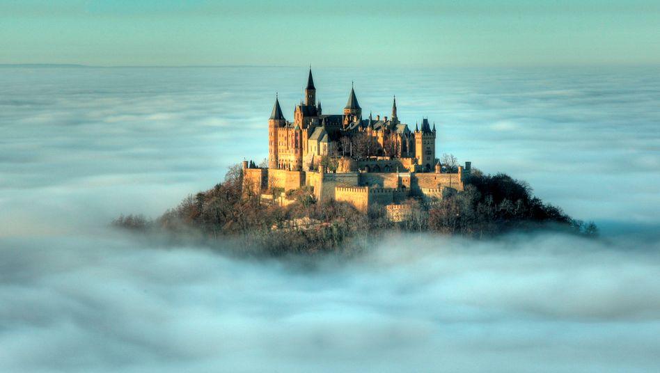 Burg Hohenzollern bei Hechingen: Was wohl hinter den Gemäuern verborgen liegt?