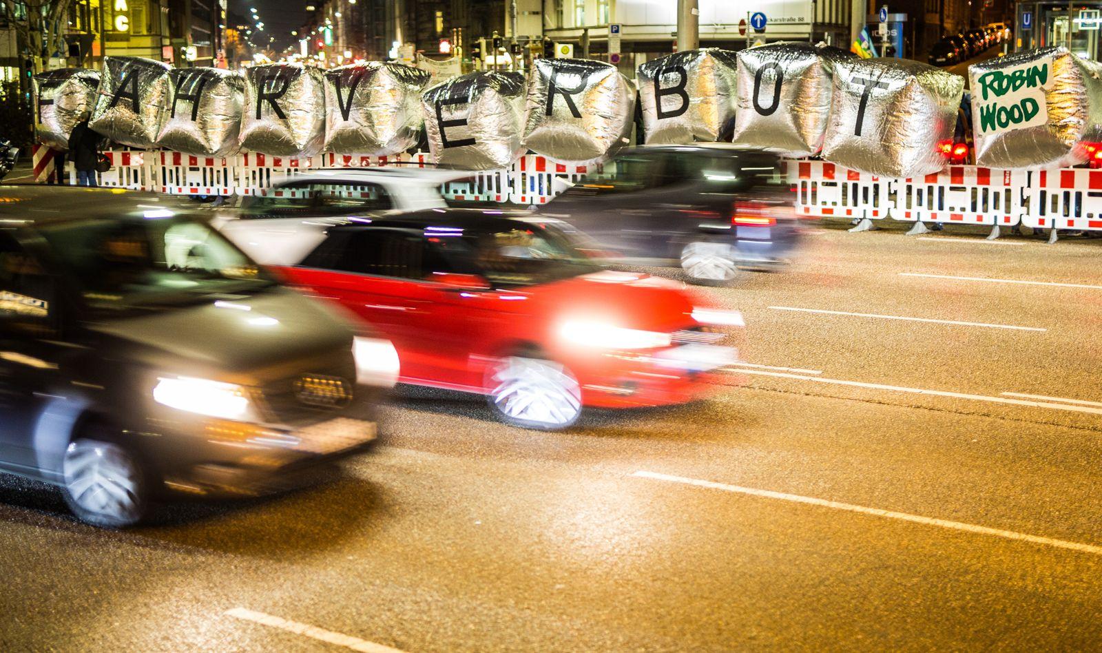 EINMALIGE VERWENDUNG DER SPIEGEL PLUS 8/2018 S.36 Notstand im Dieselland Startbild