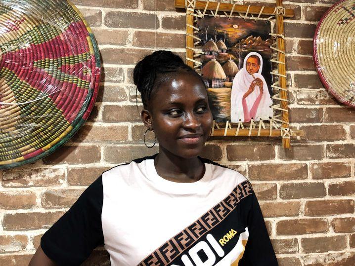 Tabou Diop, Händlerin und Sängerin