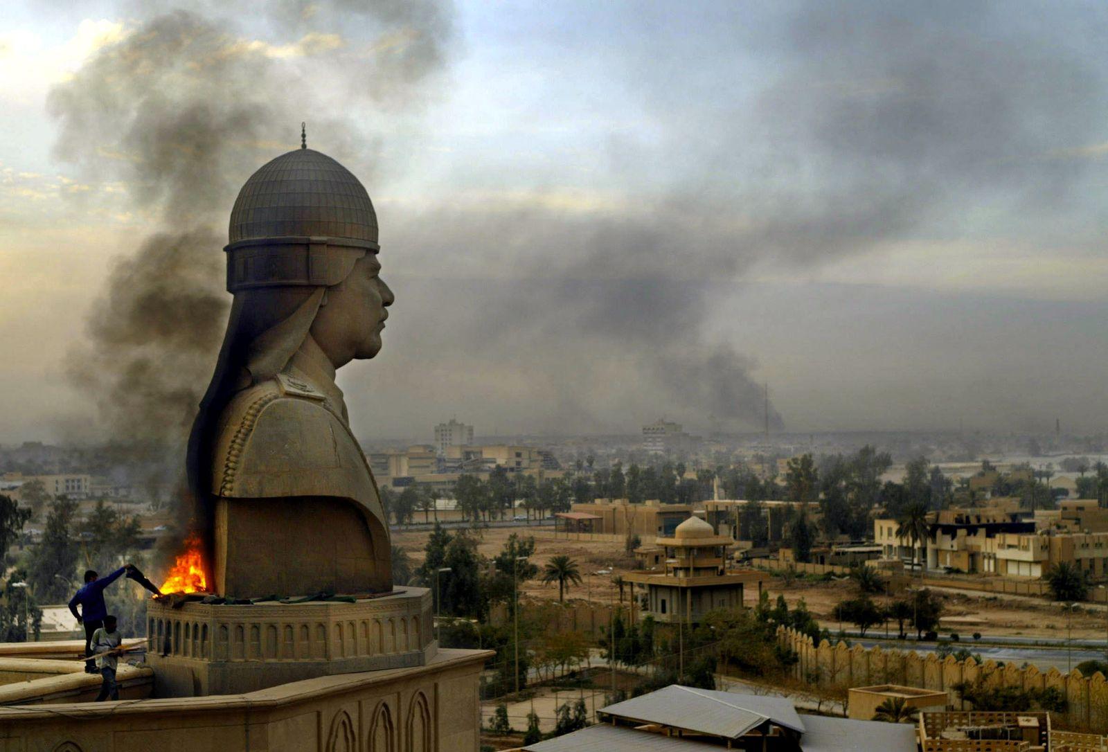 Irakkrieg 2003 Saddam-Statue Bagdad Stadtpanorama
