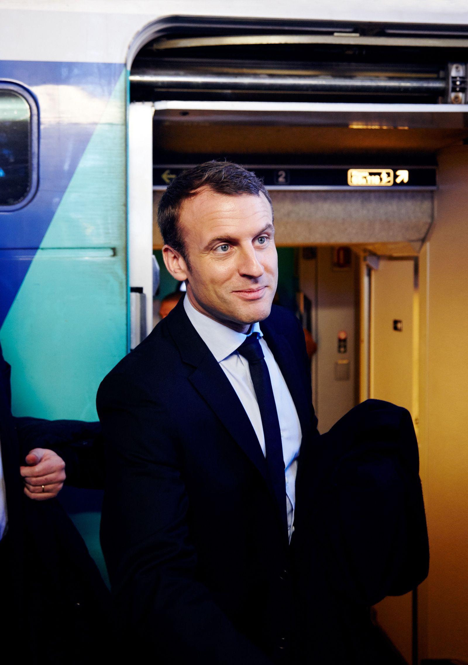 EINMALIGE VERWENDUNG SPIN DER SPIEGEL 12/2017 pp72 Interview Emmanuel Macron