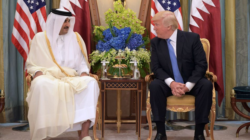 US-Präsident Donald Trump (rechts) und Katars Scheich Tamim Bin Hamad Al Thani