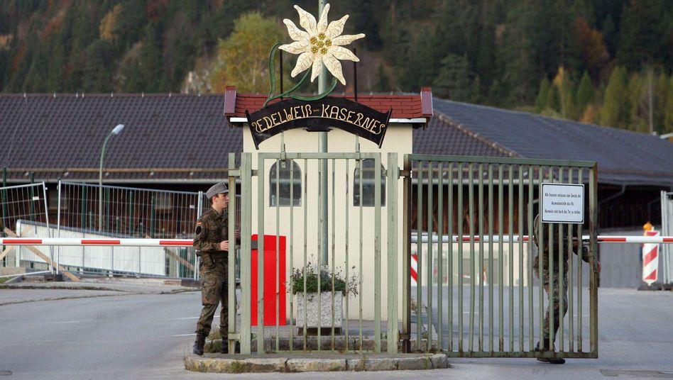 Edelweiß-Kaserne in Mittenwald: Affäre um den Hochzugkult