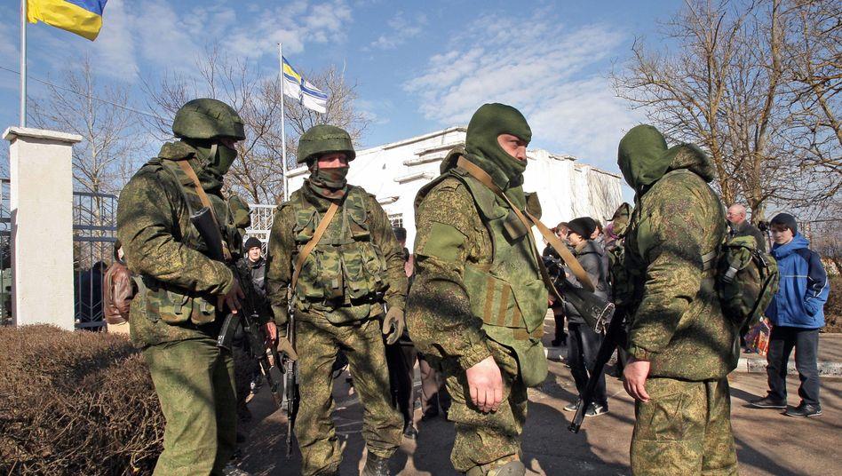 """Russische Soldaten ohne Hoheitsabzeichen (im März auf der Halbinsel Krim): """"Instrument zur Durchsetzung nationaler Interessen"""""""