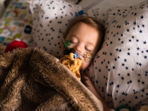 Manche Kleinkinder mit RSV müssen in einer Klinik mit Sauerstoff behandelt werden