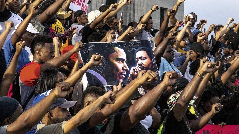 Demonstranten in Baton Rouge, Louisiana, am 9. Juli: 127 getötete Schwarze allein in diesem Jahr