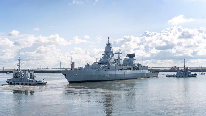 """Fregatte """"Hamburg"""" auf dem Weg ins Mittelmeer, um den Waffenschmuggel nach Libyen zu unterbinden"""