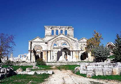 Nach dem Tod des Säulenheiligen Simeon im Jahr 459 wurde ihm zu Ehren eine Klosterkirche errichtet