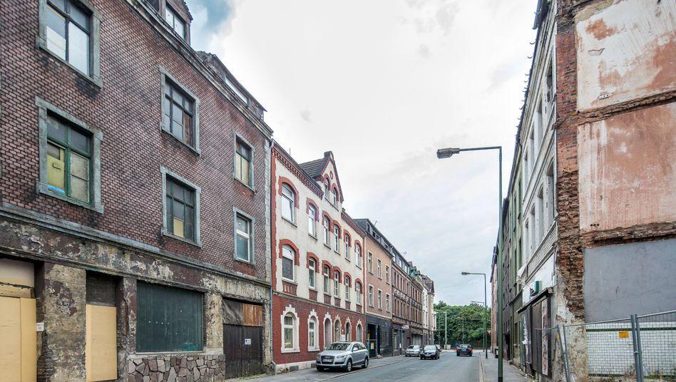 Sanierungsbedürftige Häuser im Duisburger Stadtteil Bruckhausen (Archivbild)