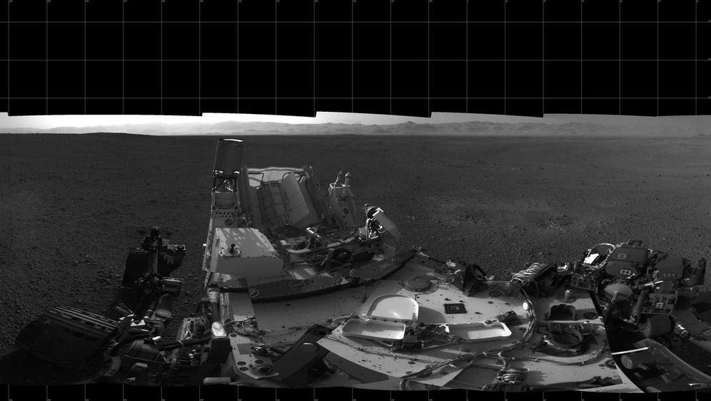 """Übungshügel: Mars-Rover """"Curiosity"""" startet zur ersten Testfahrt"""