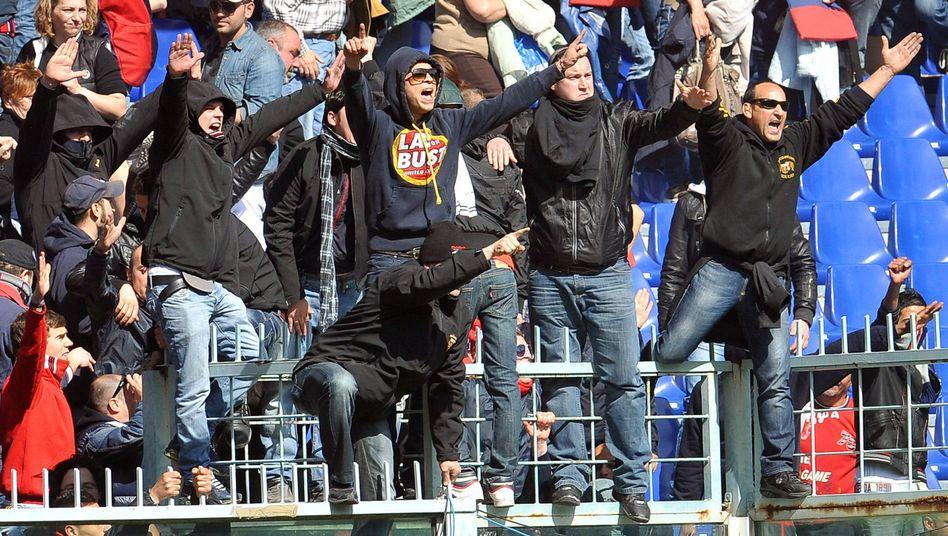 Hooligans aus Genua: Trikots der Spieler verlangt