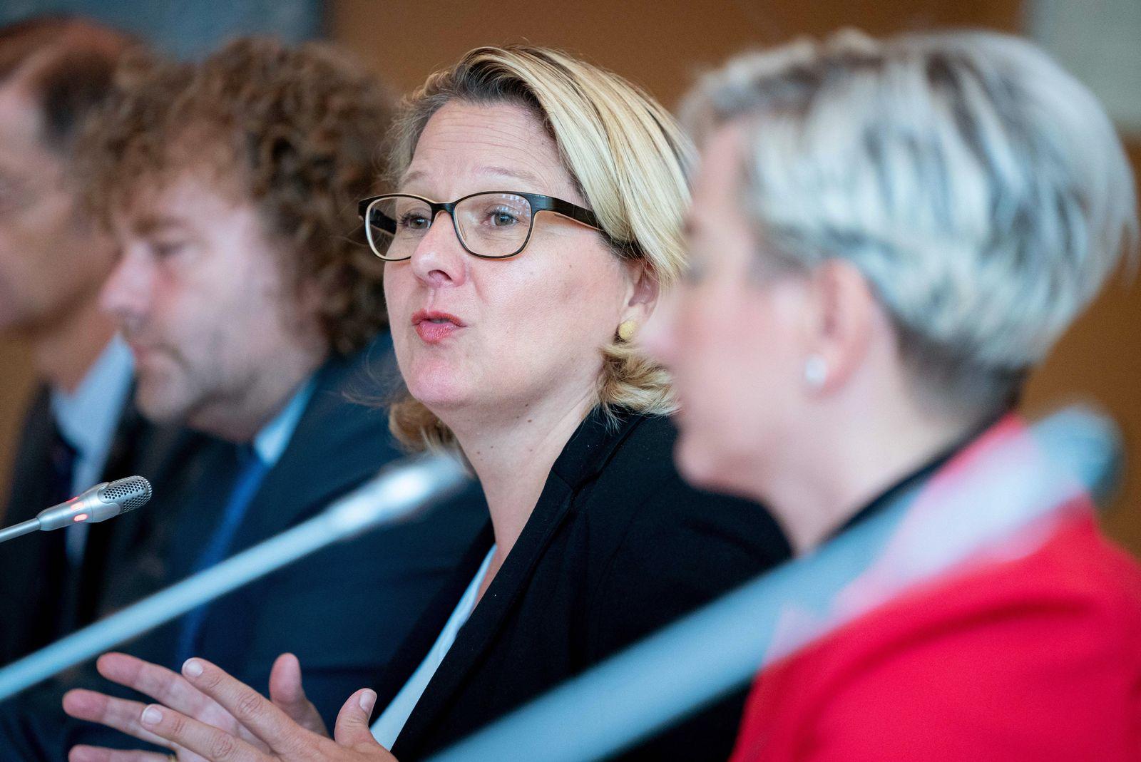 Pressekonferenz mit der Bundesumweltministerin und Bürgermeistern