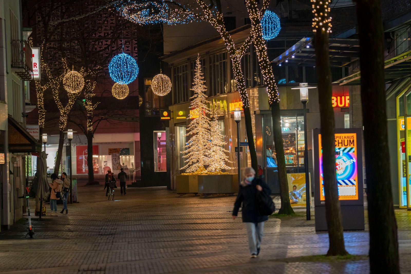 Einkaufsstrasse Rathemaustrasse, Geschäftsstrasse, Fussgängerzone, leer, wenige Menschen beim Einkauf, twährend des zwe