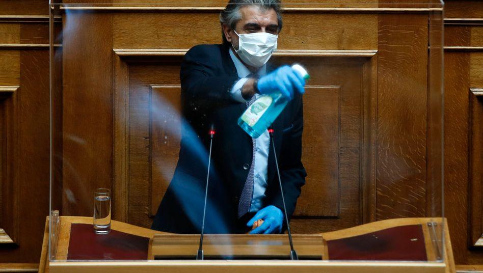 Sauber und virenfrei: Das Rednerpult im griechischen Parlament