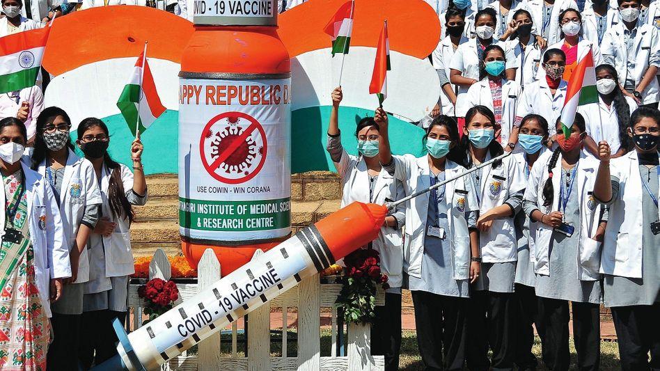 Feiernde Medizinstudentinnen im indischen Bangalore: »Niemand ist sicher, solange nicht alle sicher sind«