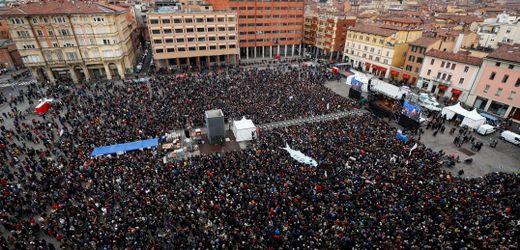Italien: Mehr als 40.000 Teilnehmer bei Demo von Sardinen-Bewegung in Bologna