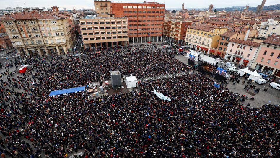 Demonstranten in Bologna: Veranstalter sprechen von 40.000 Teilnehmern.