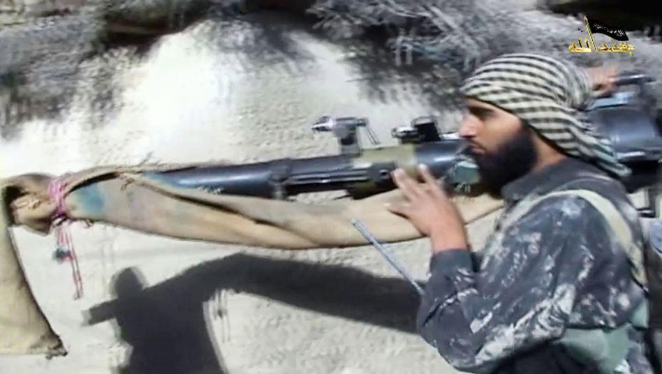 This screenshot from a propaganda video shows Shahab Dashti, one of the German Islamists.