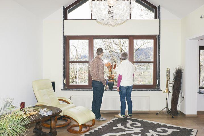 Blick aus dem Fenster: Stefan und seine Mutter wollen wissen, was in der Nachbarschaft los ist