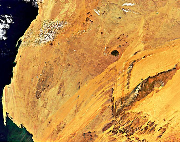 Guelb er Richat in der Sahara - ganz rechts im Bild