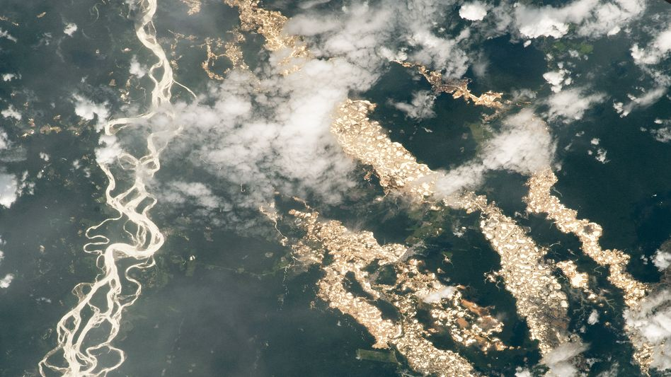 Goldminen im peruanischen Amazonas-Gebiet im Dezember 2020