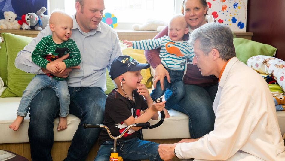 Arzt Holm Schneider und Familie T.