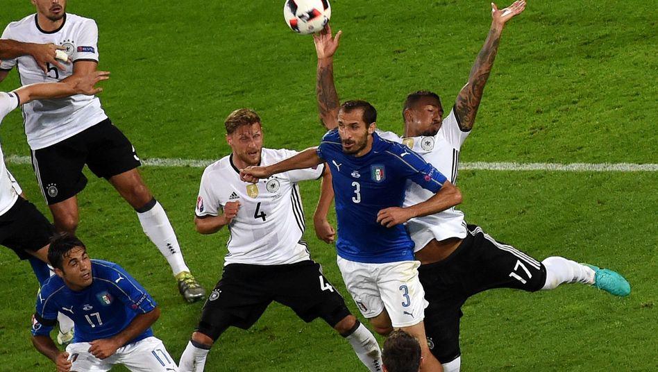 Boateng Handspiel Italien