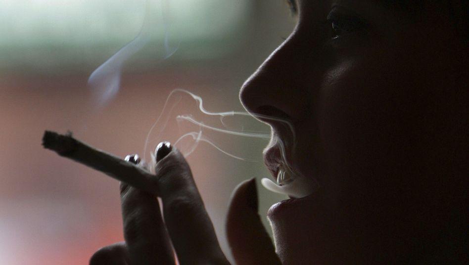 Jugendliche: Anzeichen für Abhängigkeiten durch Cannabis-Konsum höher als durch Alkohol