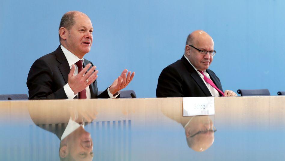 Finanzminister Scholz (SPD), Wirtschaftsminister Altmaier (CDU) bei der Pressekonferenz zum umfangreichen Rettungspaket am Montag